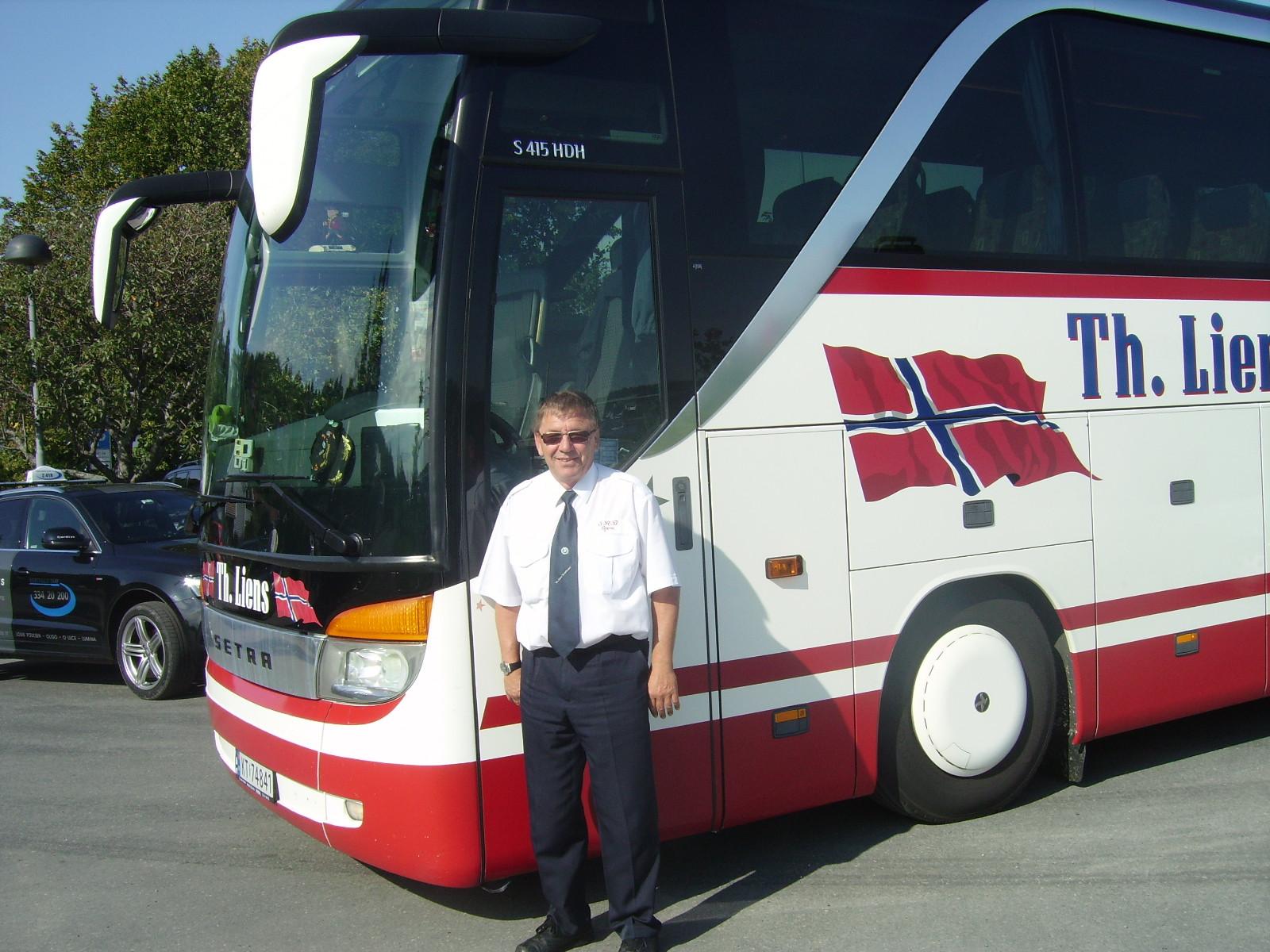 Bilde av Bussen og sjåføren.