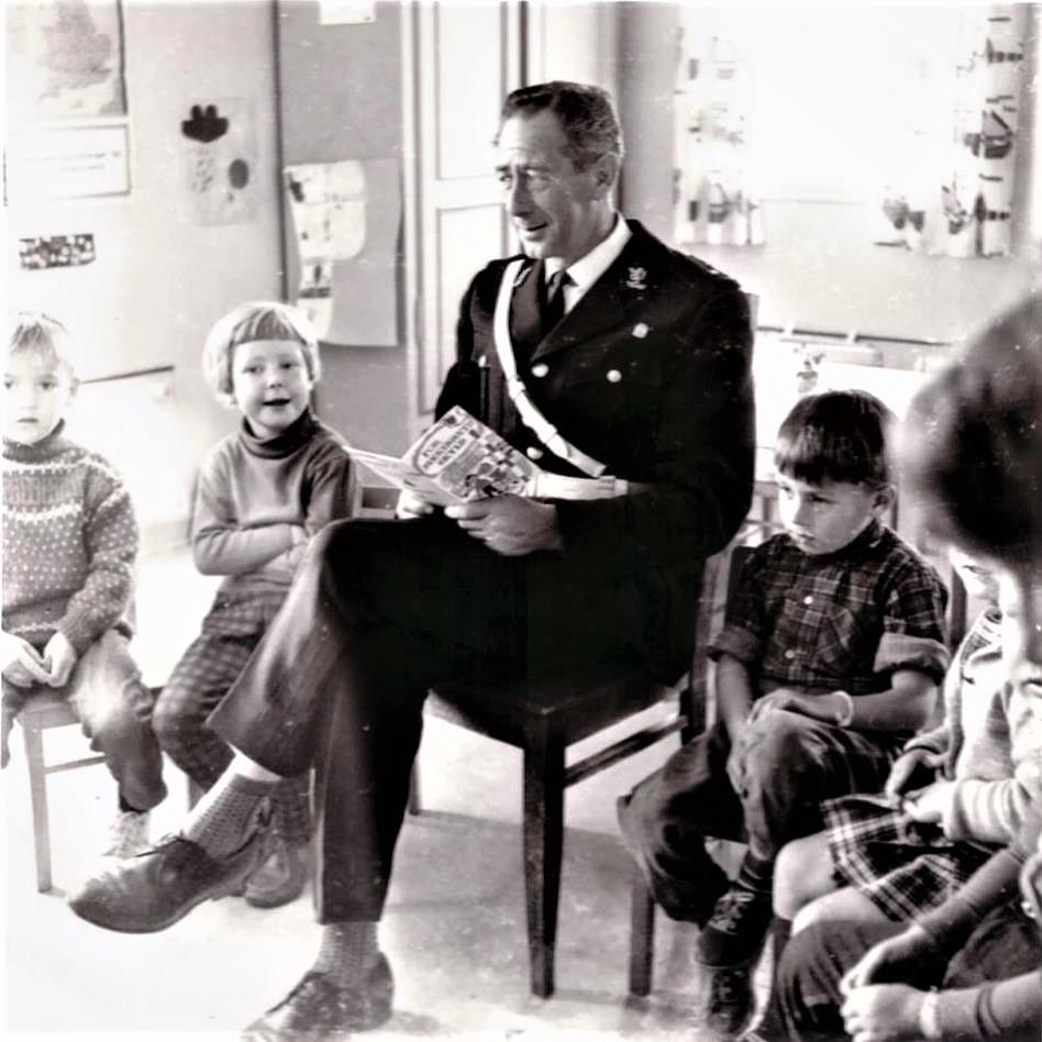 Bilde av Onkel politi hos Haukerød Barnehage