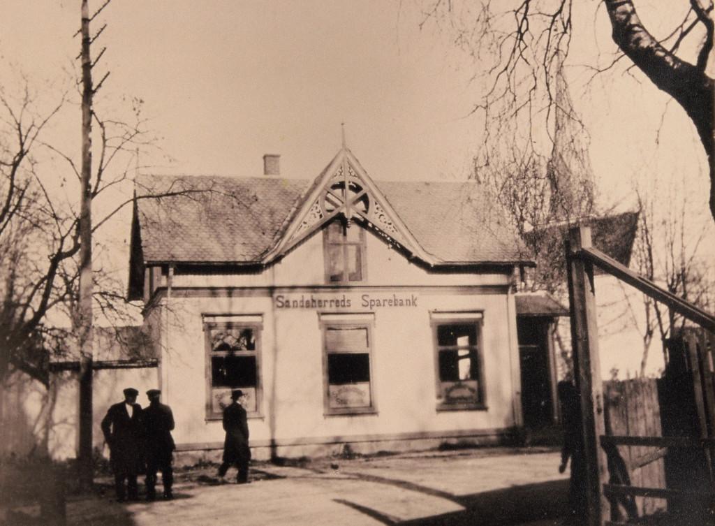Bilde av Sandeherreds Sparebanks lokaler fra 1898 til 1919