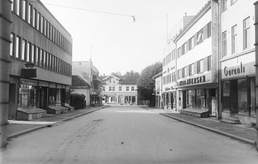 Bilde av Jernbanealleen 26 til høyre på bildet