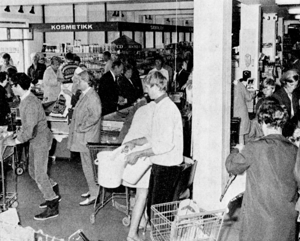 Bilde av Thor Dahl Skipshandel, Interiør fra supermarkedet på Brygga.