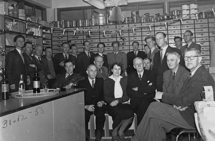 Bilde av A/S Thor Dahl Skipshandel, Personalet samlet nyttårsaften 1953