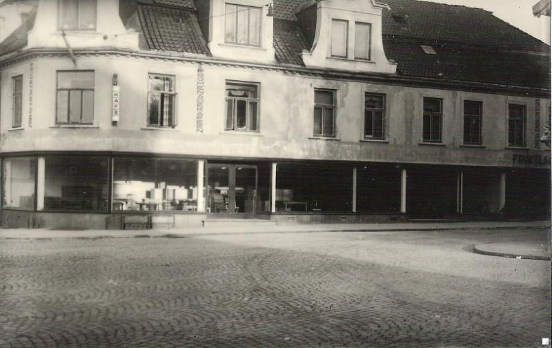 Bilde av Ivar Numme Møbelforretning / Storgata 2