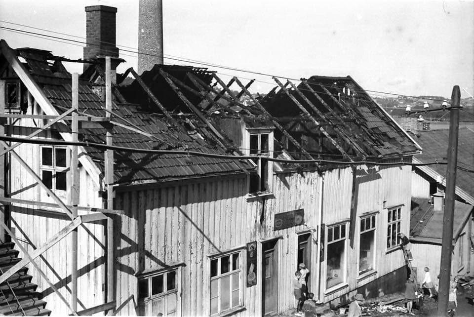 Bilde av Framnæs Bakeri etter brannen