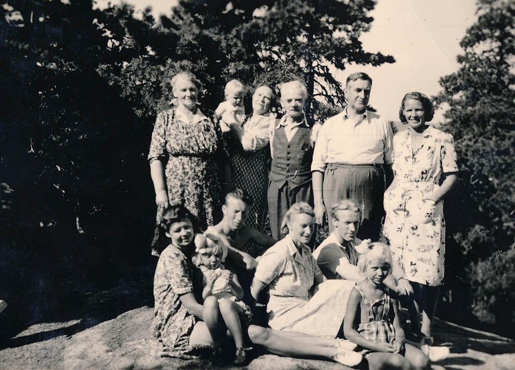 Bilde av Familiebilde i Hosegloa fra 1947