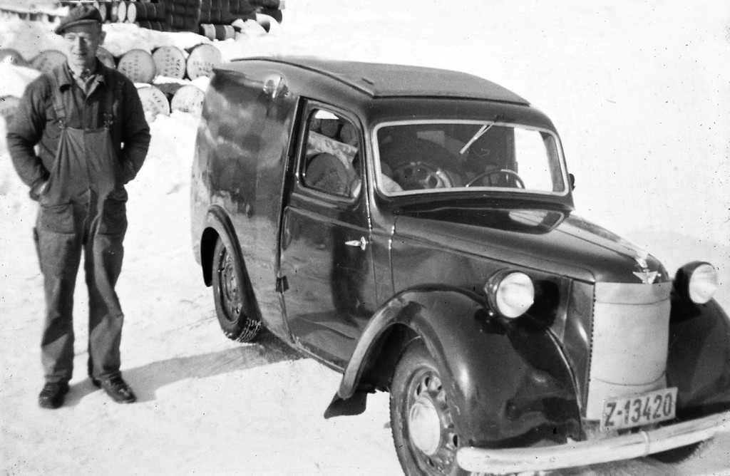 Bilde av Reidar Hvidsten med Austin 8 Van, 1948 mod.
