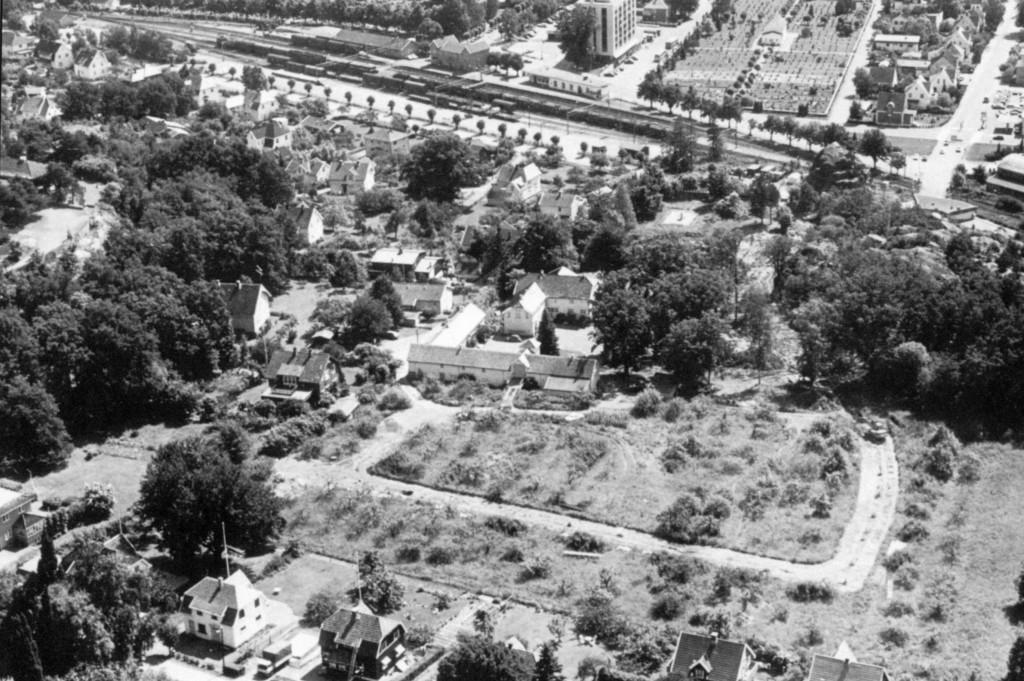 Bilde av Luftfoto med rester av frukthagen