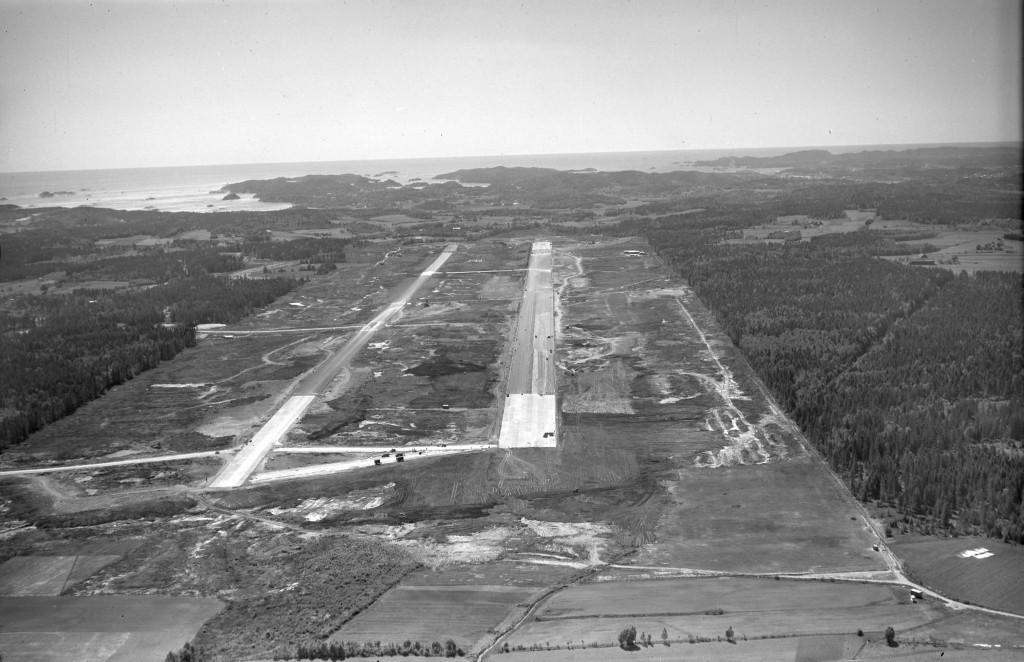 Bilde av Flyplassen tar form i 1955