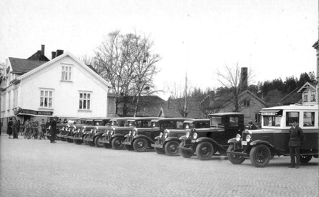 Bilde av Bilutstilling og salg på Torvet.