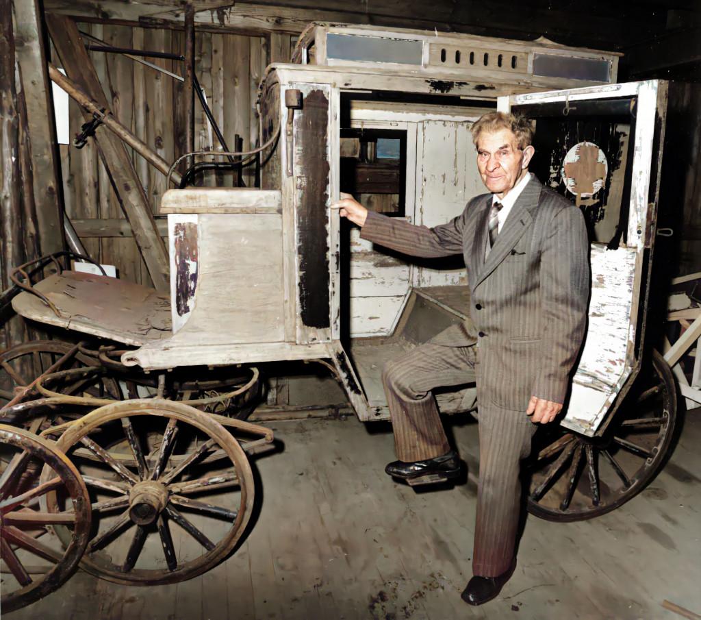 Bilde av En av de første sykevognene i Sandefjord