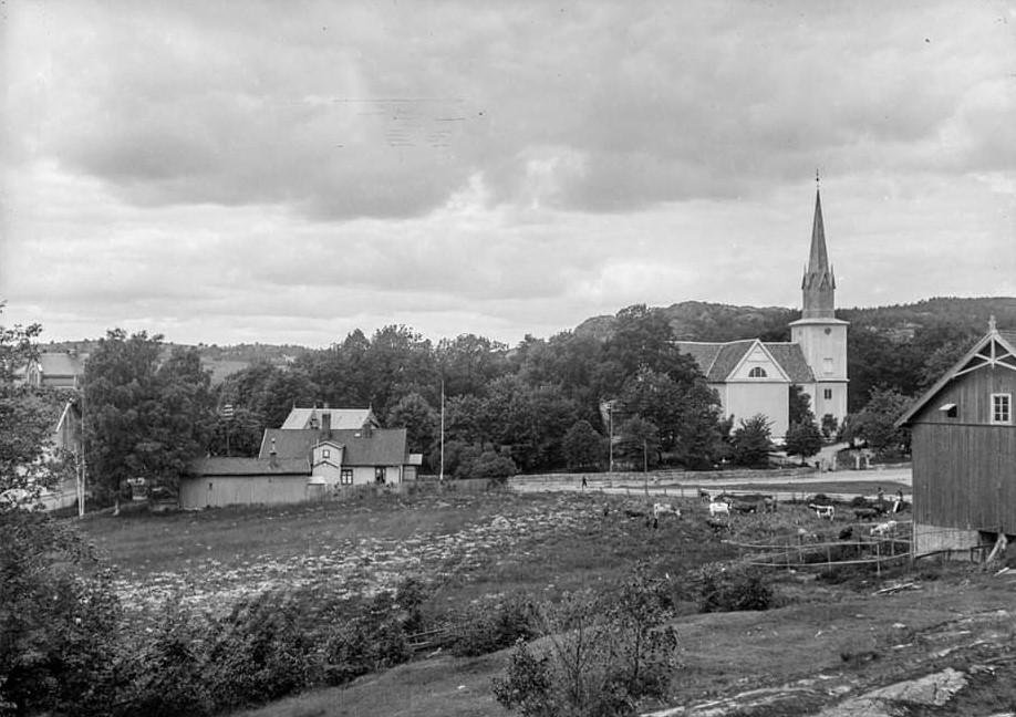 Bilde av Sandar kirke  fra øst