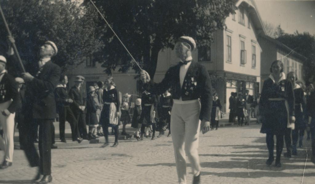 Bilde av Turnere i prosesjon i Storgata