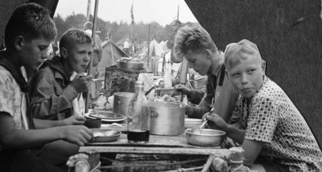 Bilde av Sandefjordsspeidere rundt middagsbordet