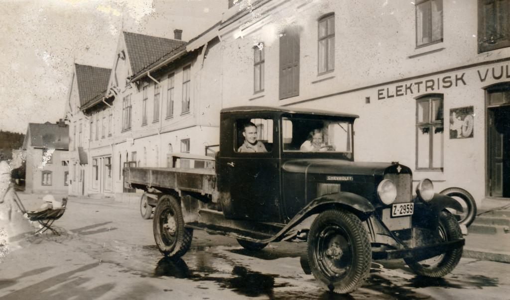 Bilde av Lastebil utenfor Aagaards Plass  2