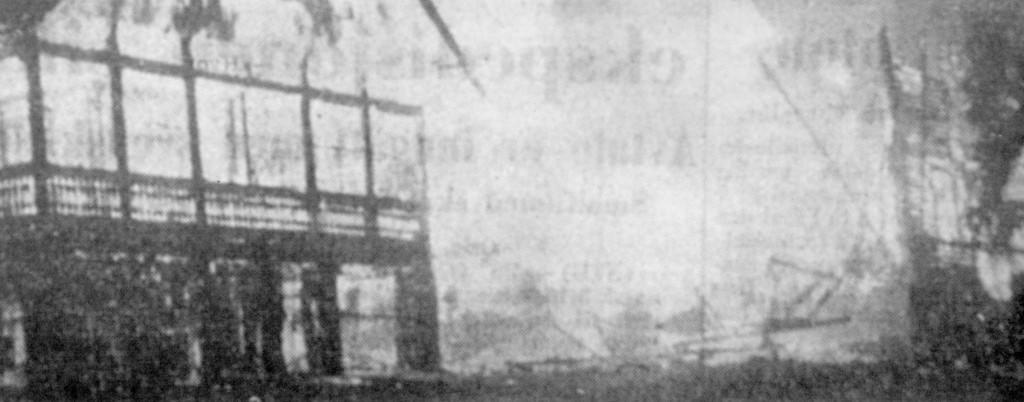 Bilde av Amatørfoto av Granholmen hotel i brann