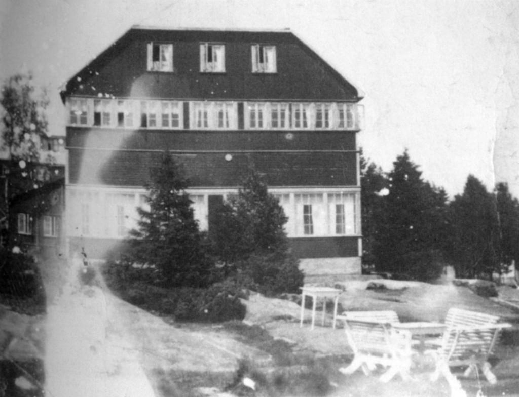 Bilde av Granholmen hotel avbildet fra sør