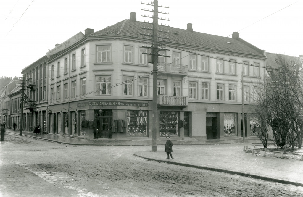 Bilde av Gustav Abrahamsen i Jernbanealleen 25