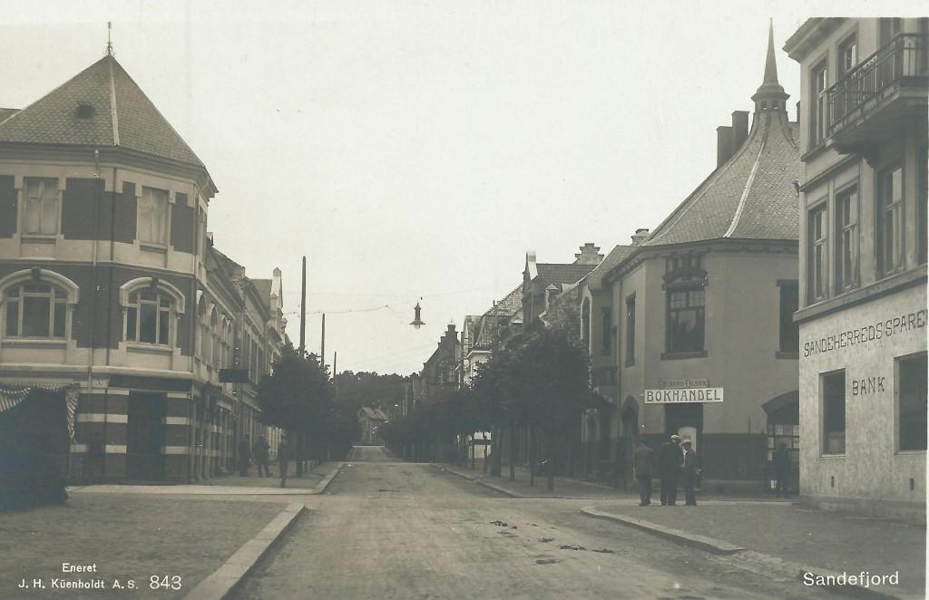 Bilde av Jernbanealleen 27 til høyre