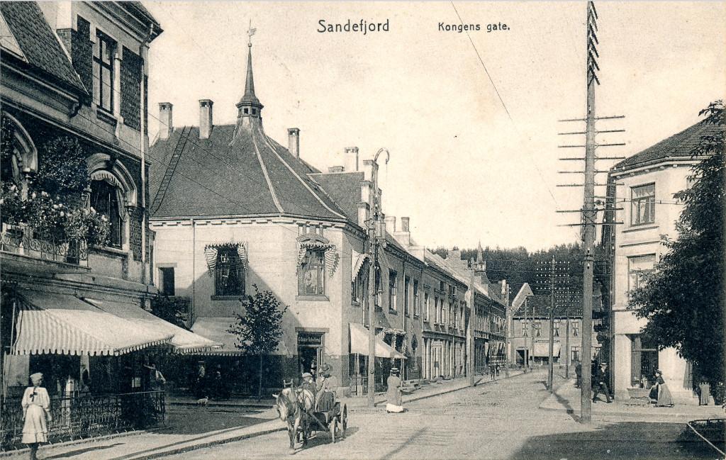 Bilde av Hjørnebygget bak hesten / Kirkegata 5