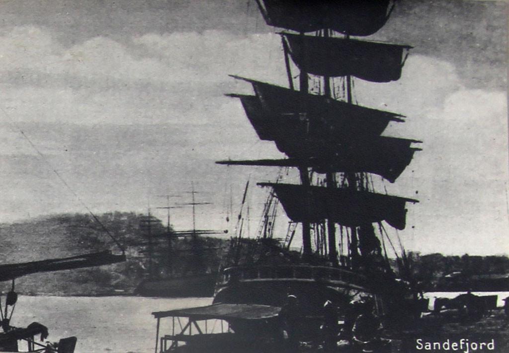 Bilde av Brygga 18  -  Lossing av kull ca 1915