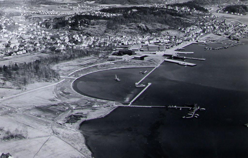 Bilde av Småbåthavna  -  Flyfoto fra  1953