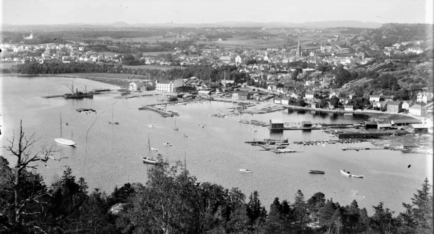 Bilde av Indre havn fra Huvikåsen
