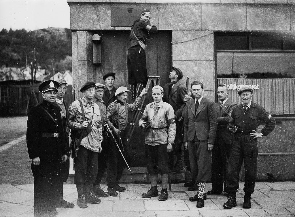 Bilde av 8. mai 1945 - utenfor politikammeret
