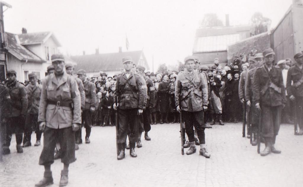 Bilde av Hjemmestyrkene på Torget 1945