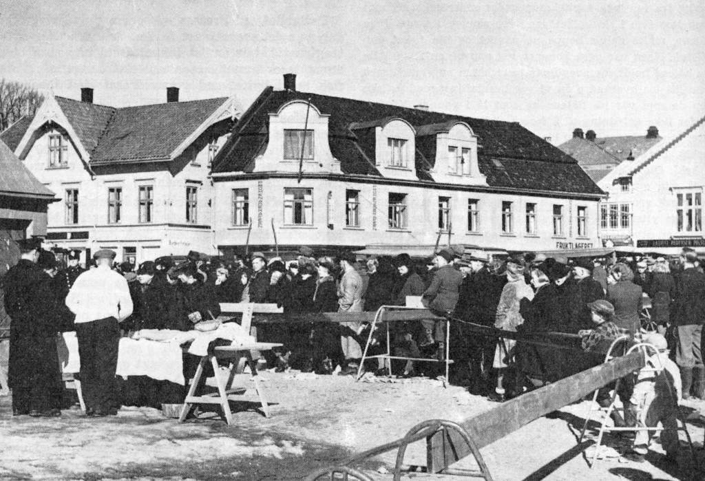 Bilde av Kjøttkø på Torvet under krigen