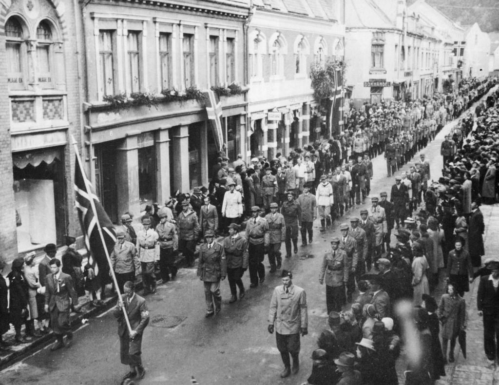 Bilde av Hjemmestyrkene paraderer i Sandefjords gater maidagene 1945