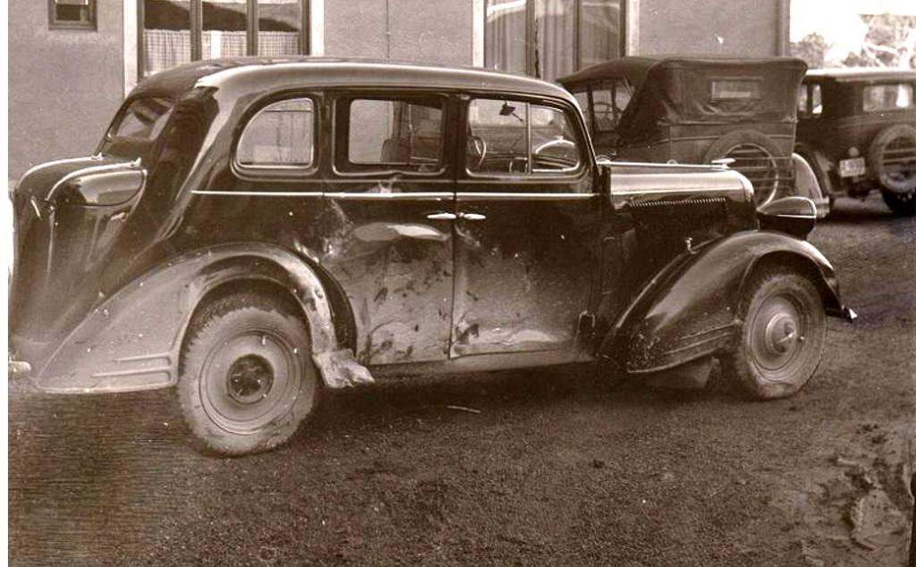 Bilde av 1948 - utenfor politistasjonen