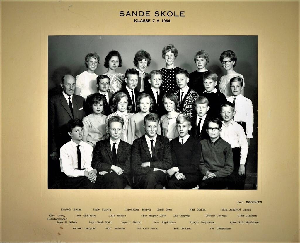 Bilde av SANDE SKOLE - LÆRERE OG ELEVER