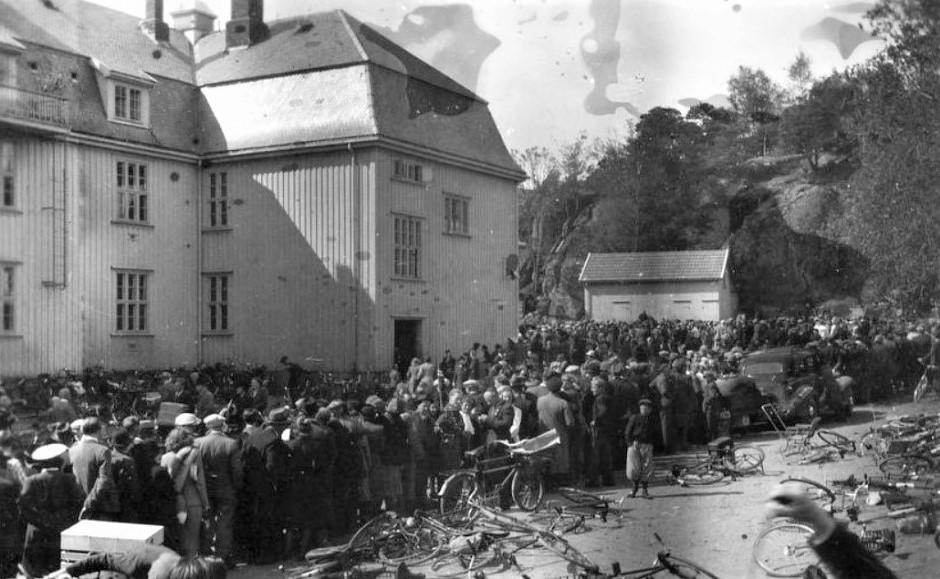 Bilde av UTLEVERING AV RADIOAPPARATER FREDSVÅREN 1945