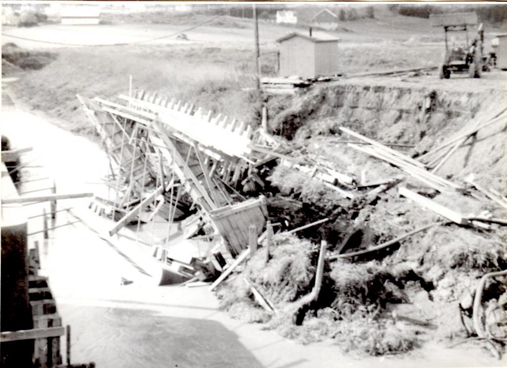Bilde av Brekke broa kollapset!