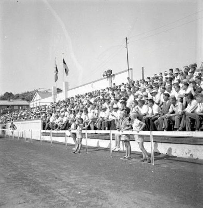 Bilde av GAMLE STADION - FOTBALLKAMP 1957