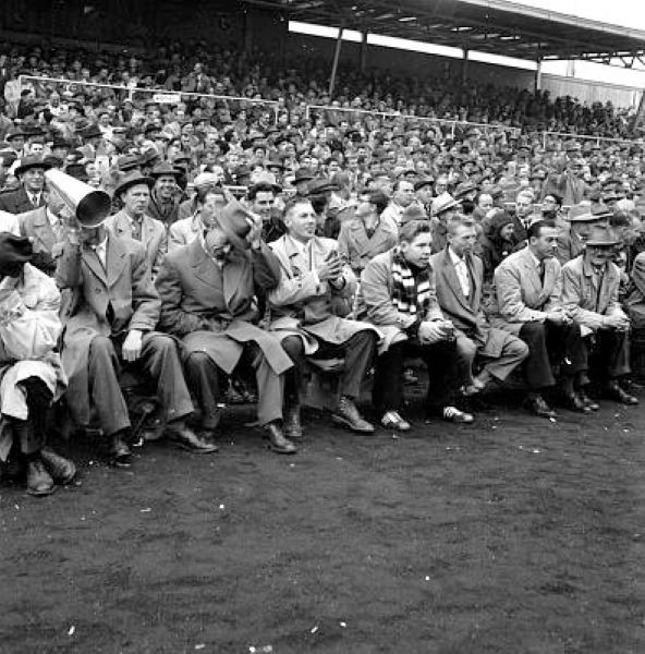 Bilde av GAMLE STADION - SEMIFINALE FOTBALL 1957