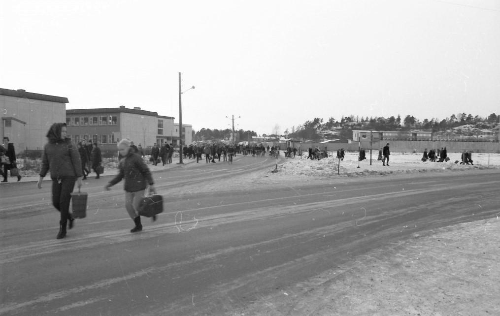 Bilde av YRKESSKOLEN OG DEN HØYERE SKOLE