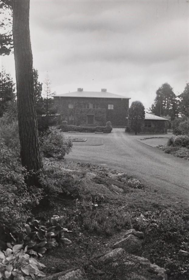 Bilde av VILLA MIDTÅS - HOVEDINNGANG OG FASADE