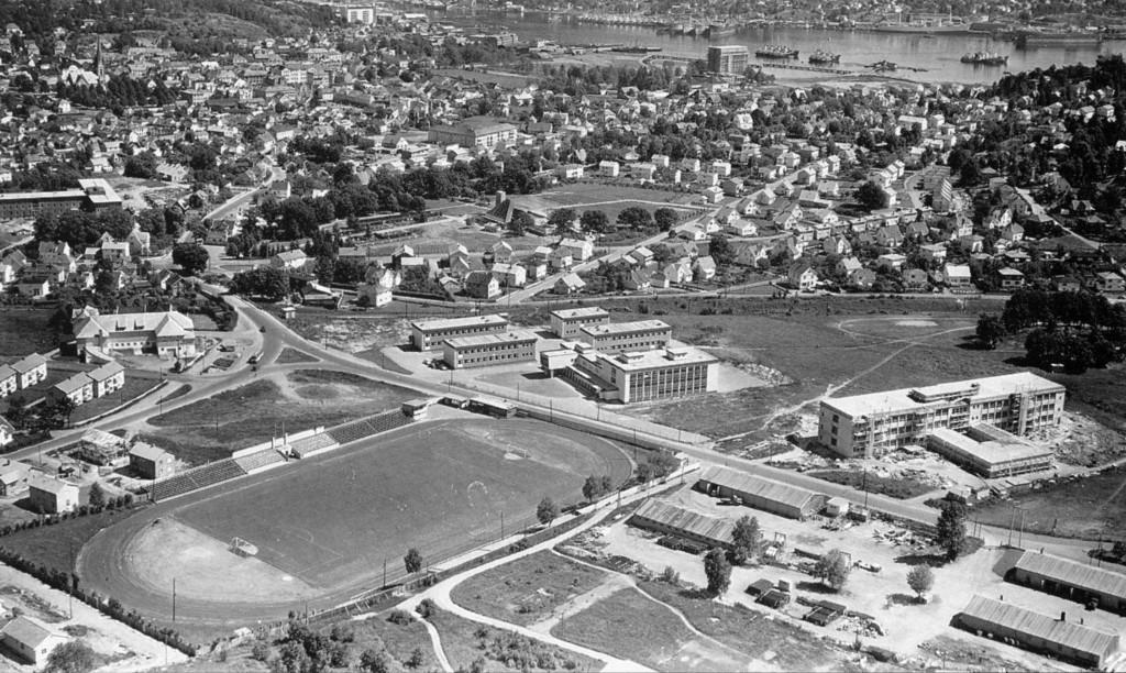 Bilde av Sandar Yrkesskole  1957