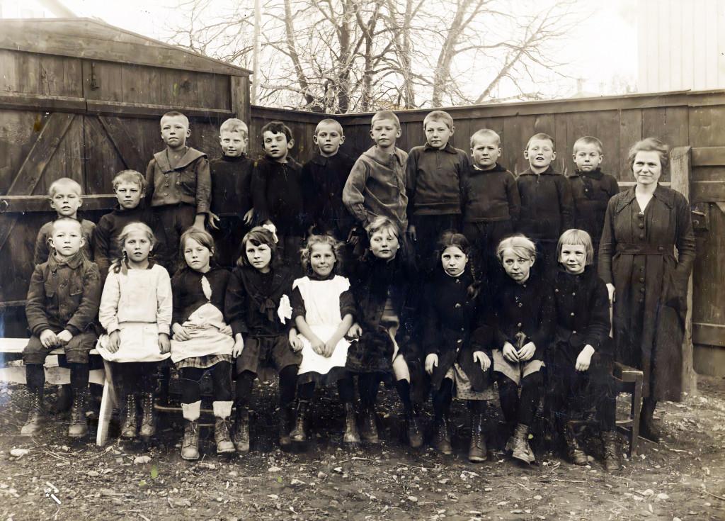 Bilde av Sande skole høsten 1920