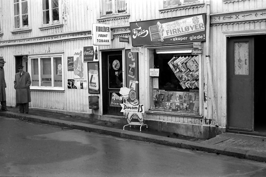 Bilde av Firkløveren Frukt og Tobakk forretning i Prinsens gate  -