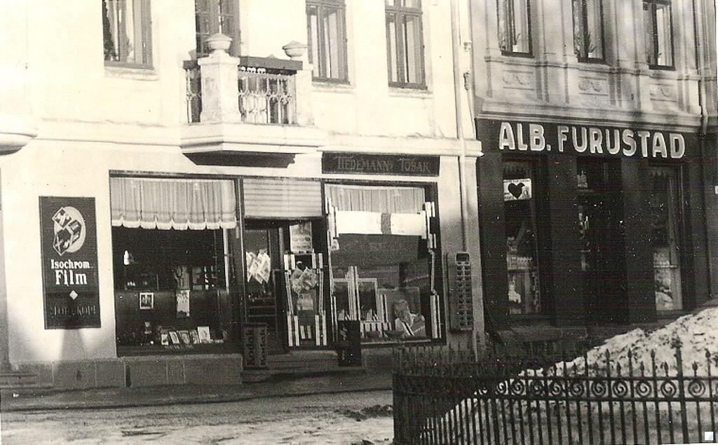 Bilde av Tre butikker på Christopher Hvidts plass