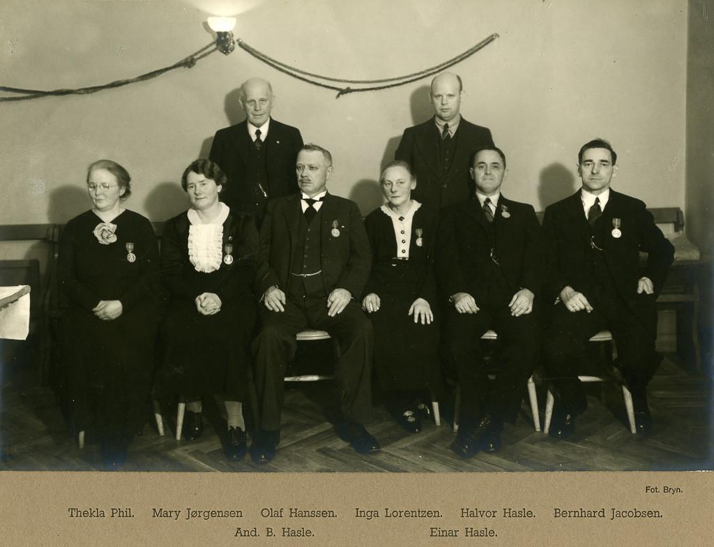 Bilde av 30 års medalje i 1937.