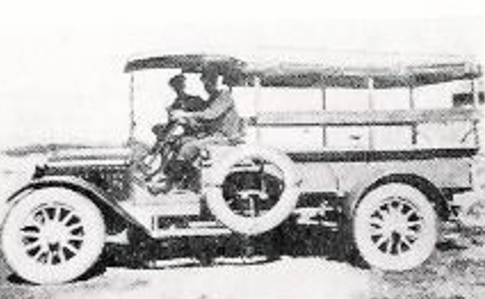 Bilde av Gustavsens første rutebil