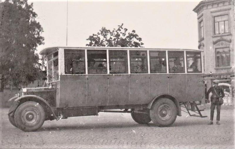 Bilde av Buss av eldre årgang.