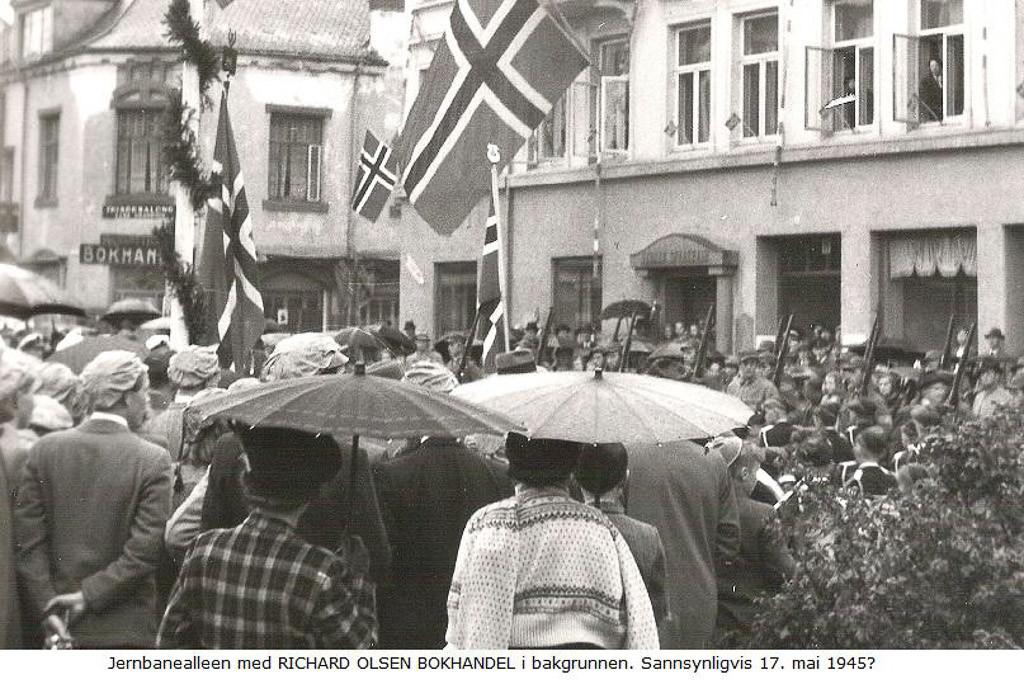 Bilde av 17.Mai 1945 Fra Jernbanealleen
