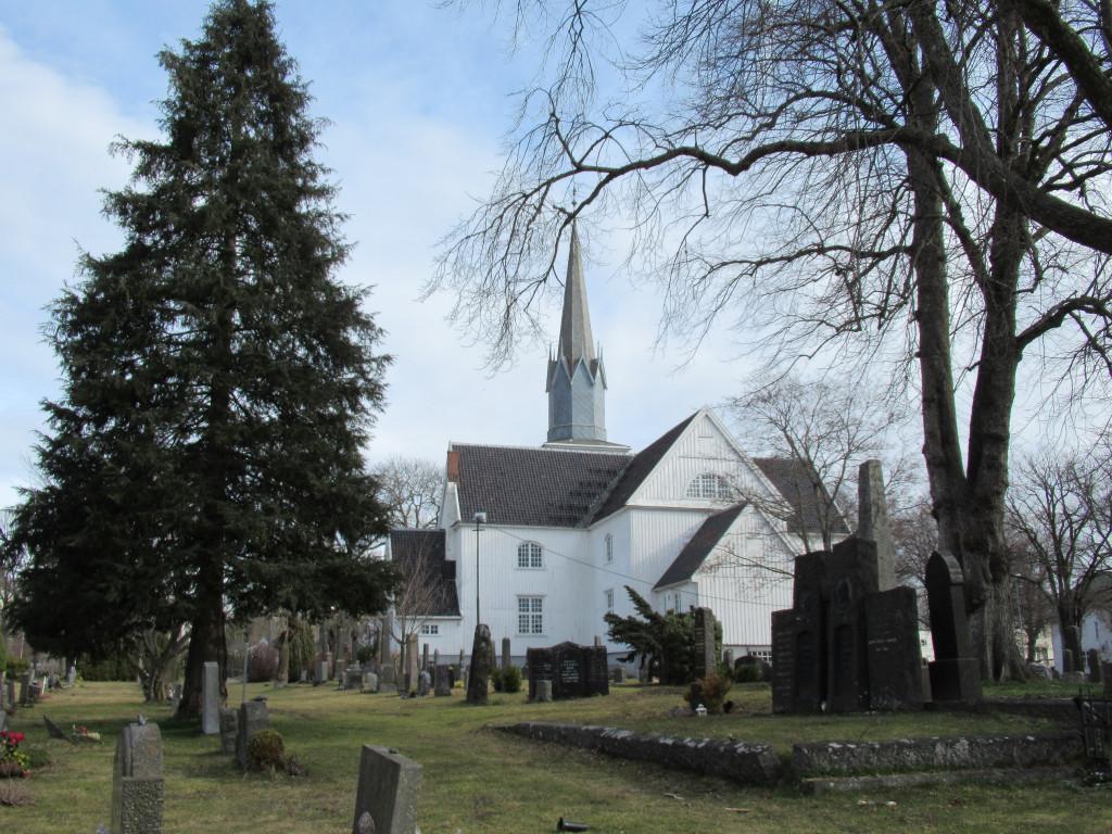 Bilde av Sandar kirke sett fra Landstads gate