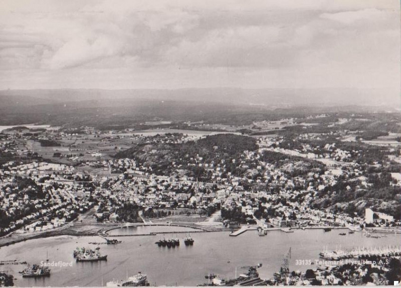 Bilde av Byen og havna fra syd
