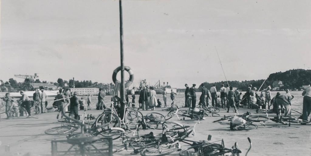 Bilde av Bryggeområdet  -  Med stang på brygga