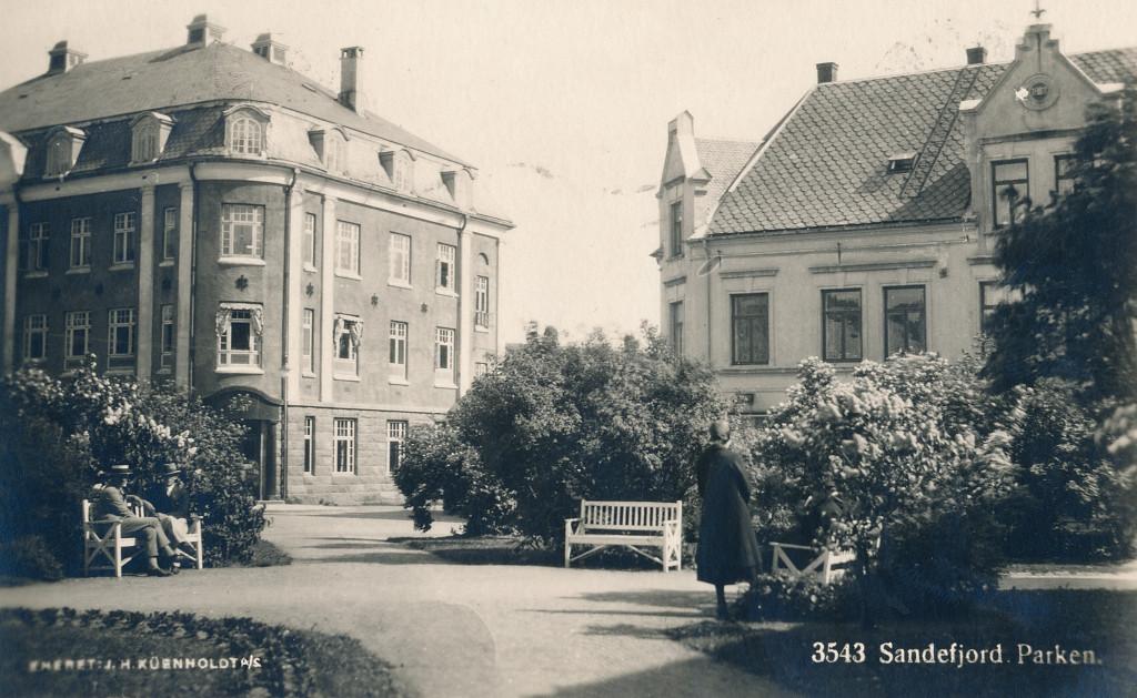 Bilde av Byparken sett mot post- og telegrafgården